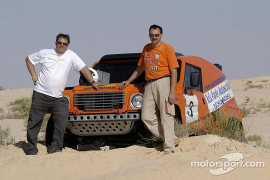 ccr-dakar-2005-team-dakar-sport-rick-aarts-and-roland-rypma-pose-with-the-team-dakar-sport.jpg